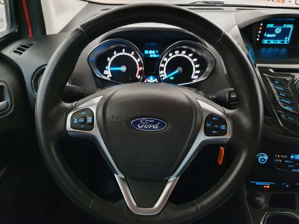 17 - Ford Tourneo Courier 2016