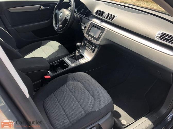 2 - Volkswagen Passat 2011