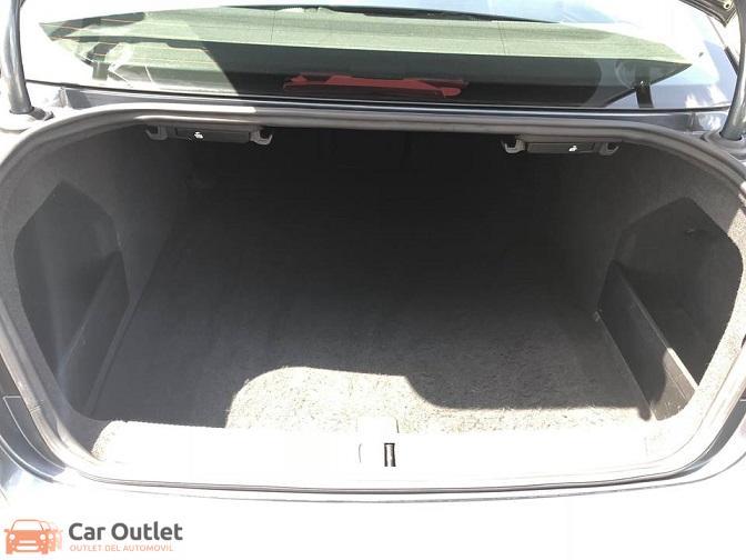 8 - Volkswagen Passat 2011
