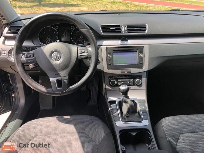 5 - Volkswagen Passat 2011