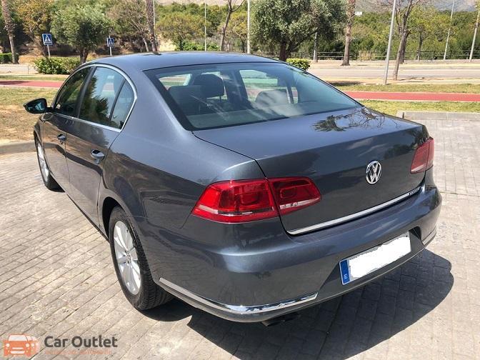 4 - Volkswagen Passat 2011