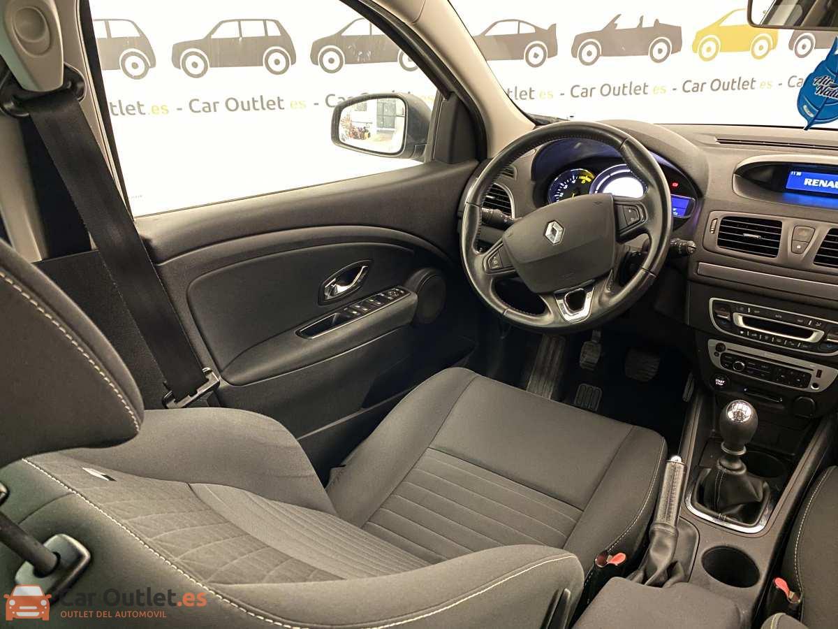 11 - Renault Megane 2015