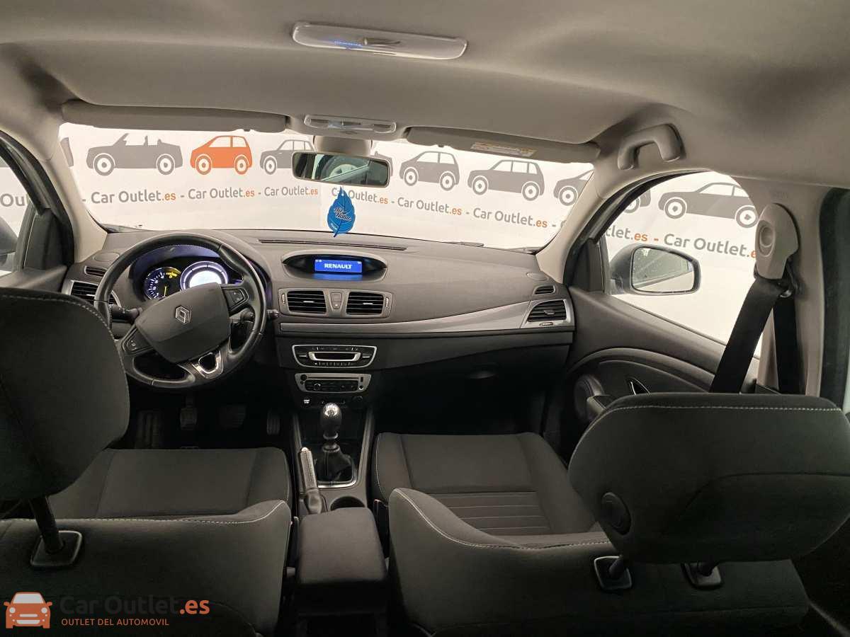 12 - Renault Megane 2015