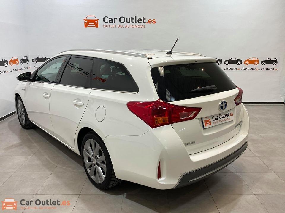 6 - Toyota Auris 2014 - AUTO