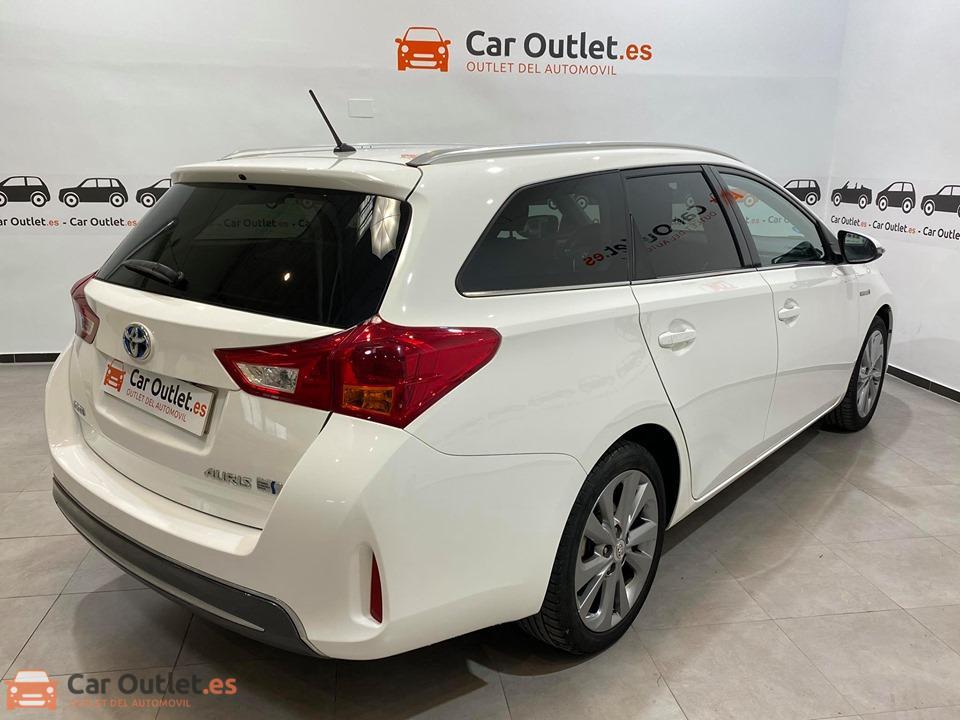 8 - Toyota Auris 2014 - AUTO