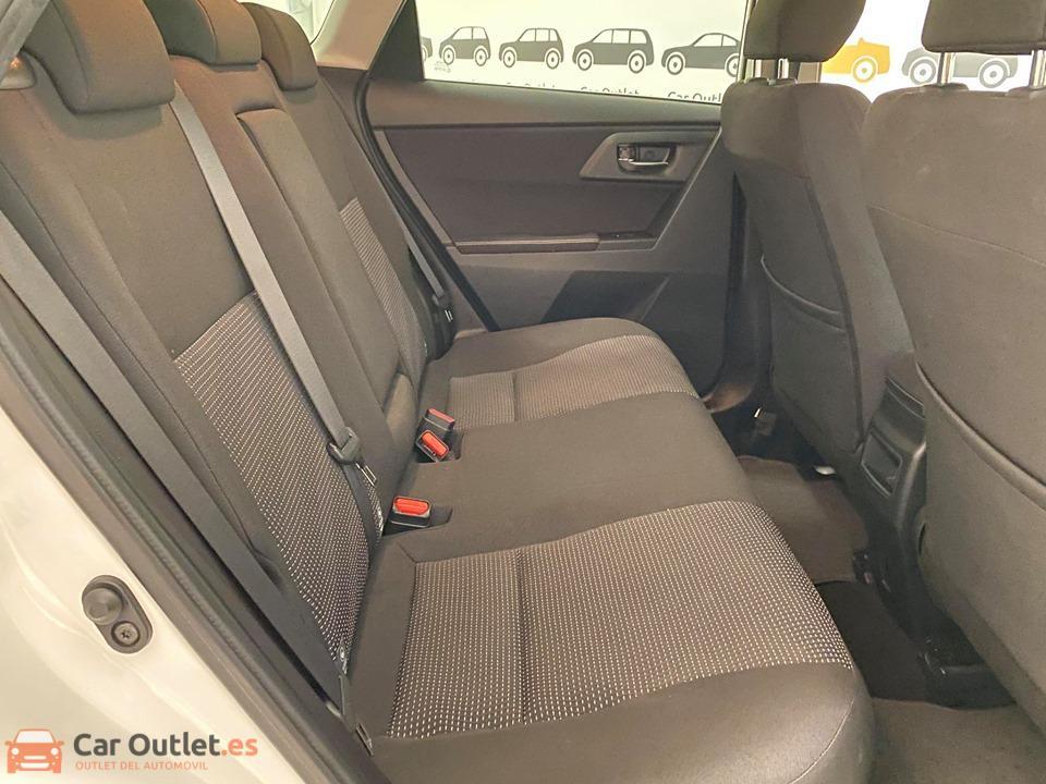 10 - Toyota Auris 2014 - AUTO