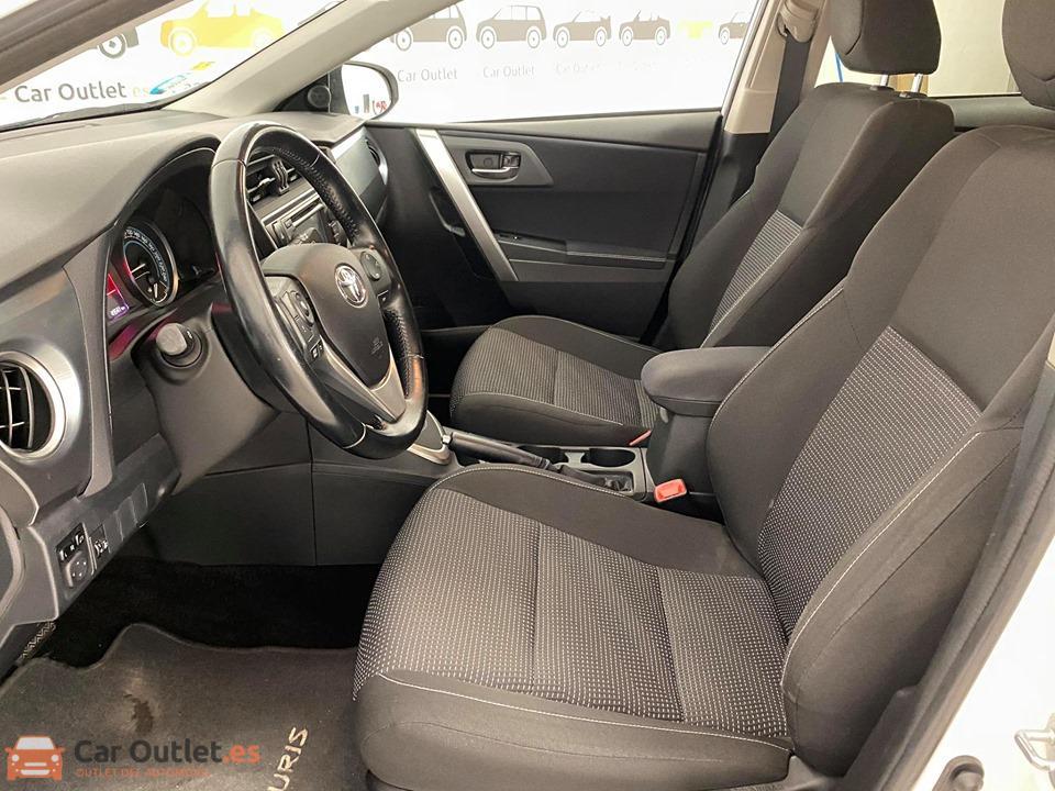 13 - Toyota Auris 2014 - AUTO