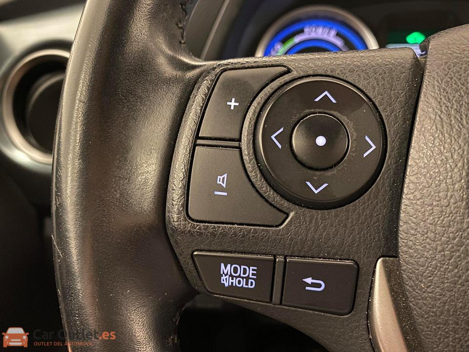 17 - Toyota Auris 2014 - AUTO