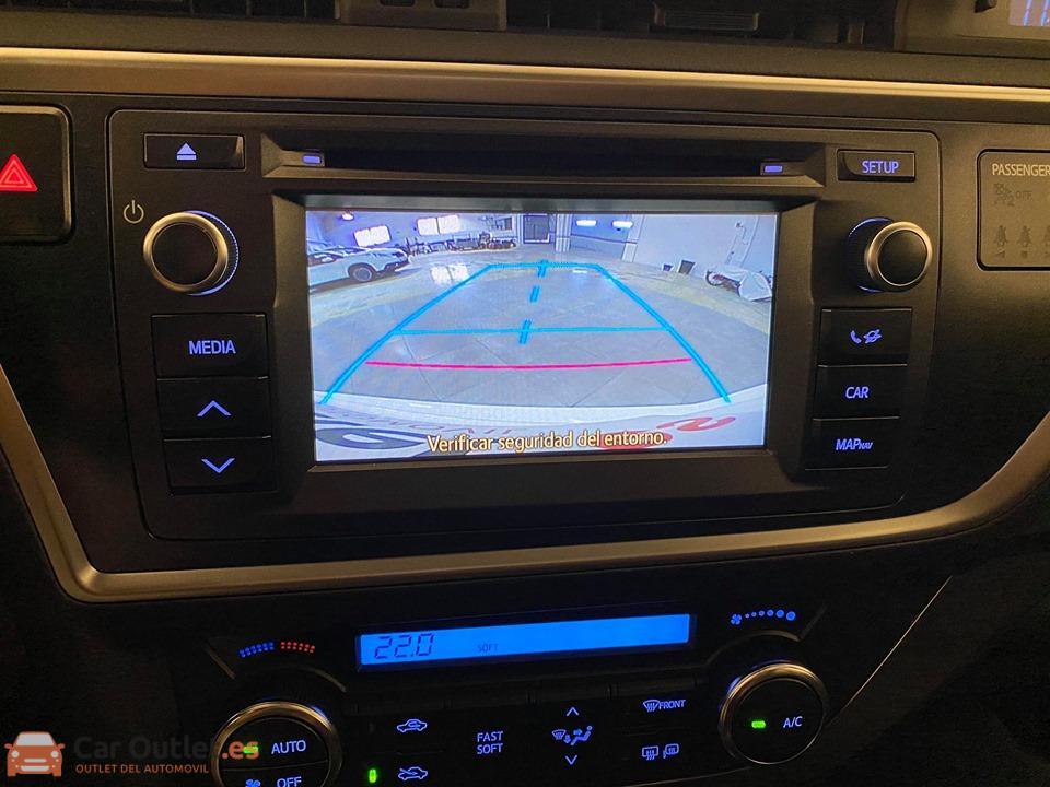 18 - Toyota Auris 2014 - AUTO
