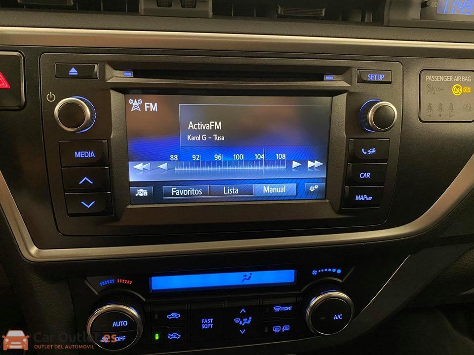20 - Toyota Auris 2014 - AUTO