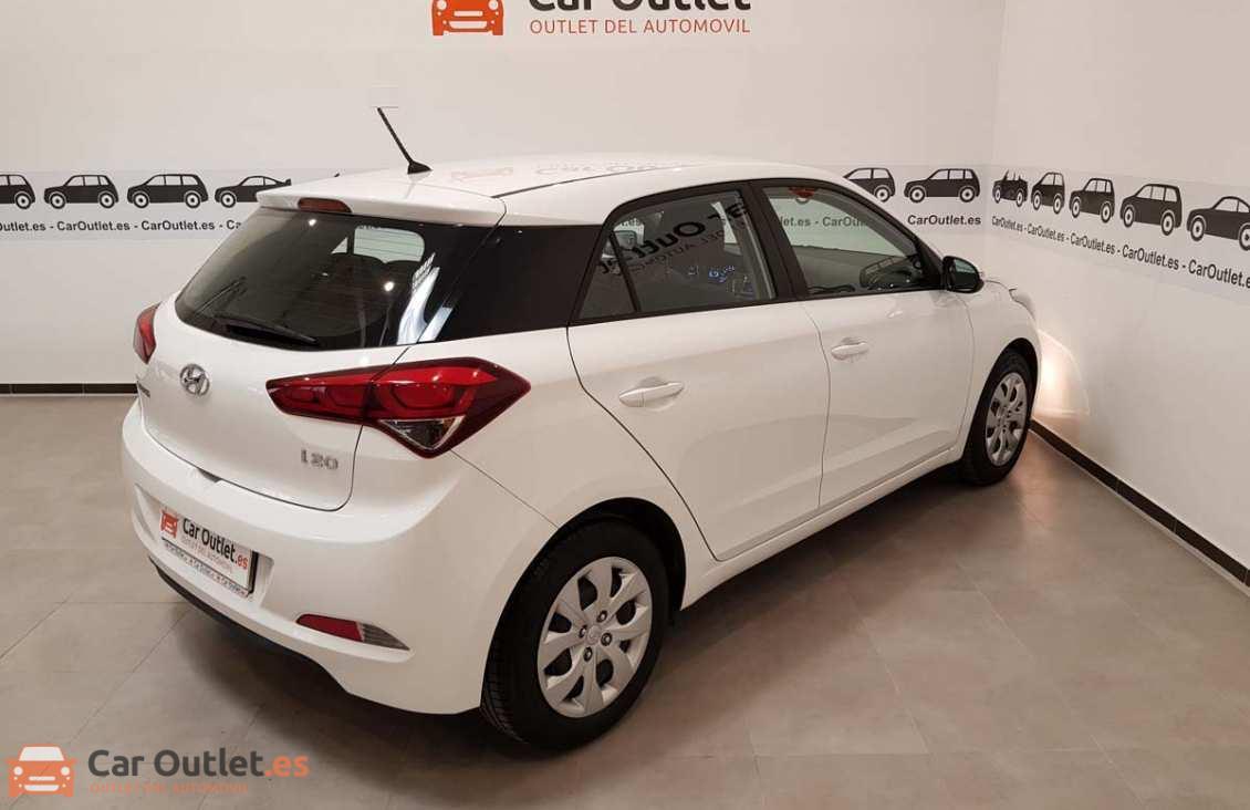 5 - Hyundai i20 2015