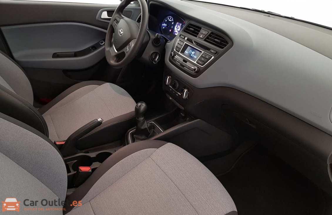 8 - Hyundai i20 2015