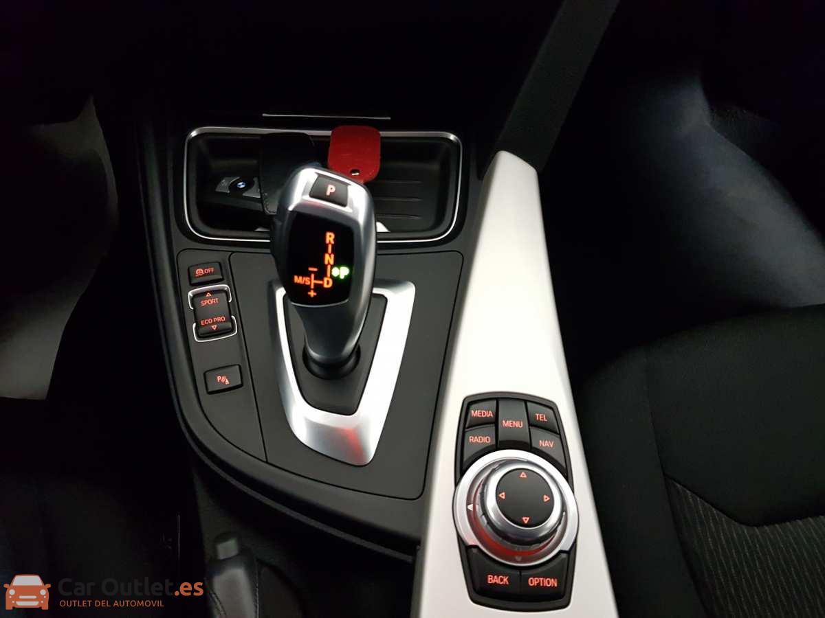 19 - BMW 318 2014 - AUTO