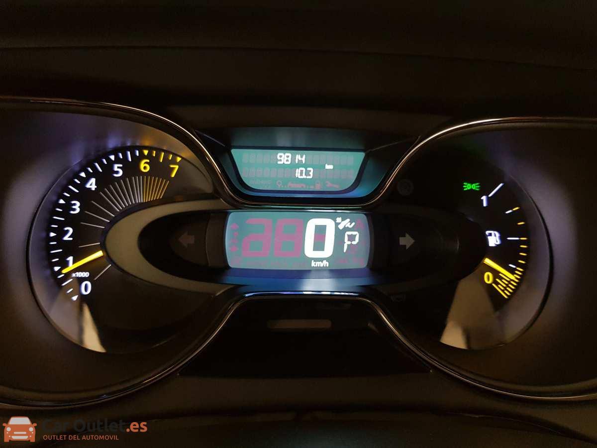 11 - Renault Captur 2015 - AUTO