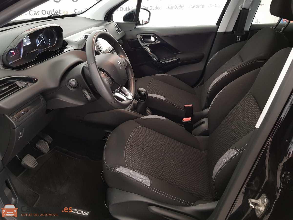 7 - Peugeot 208 2015