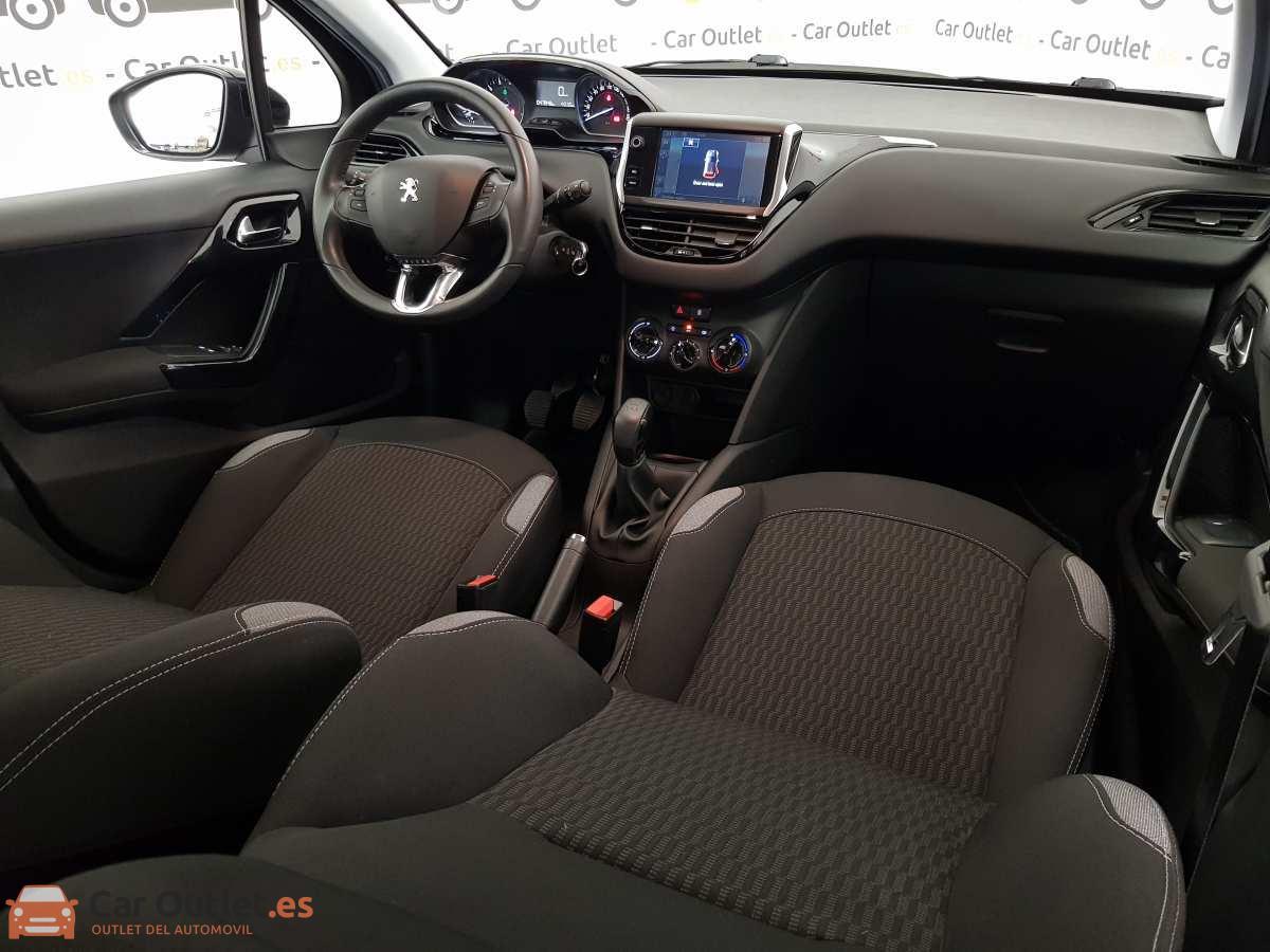 11 - Peugeot 208 2015