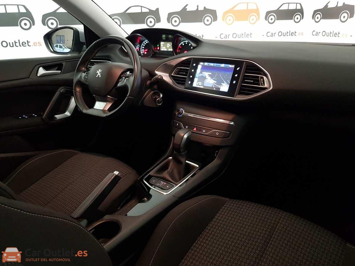 13 - Peugeot 308 2017 - AUTO