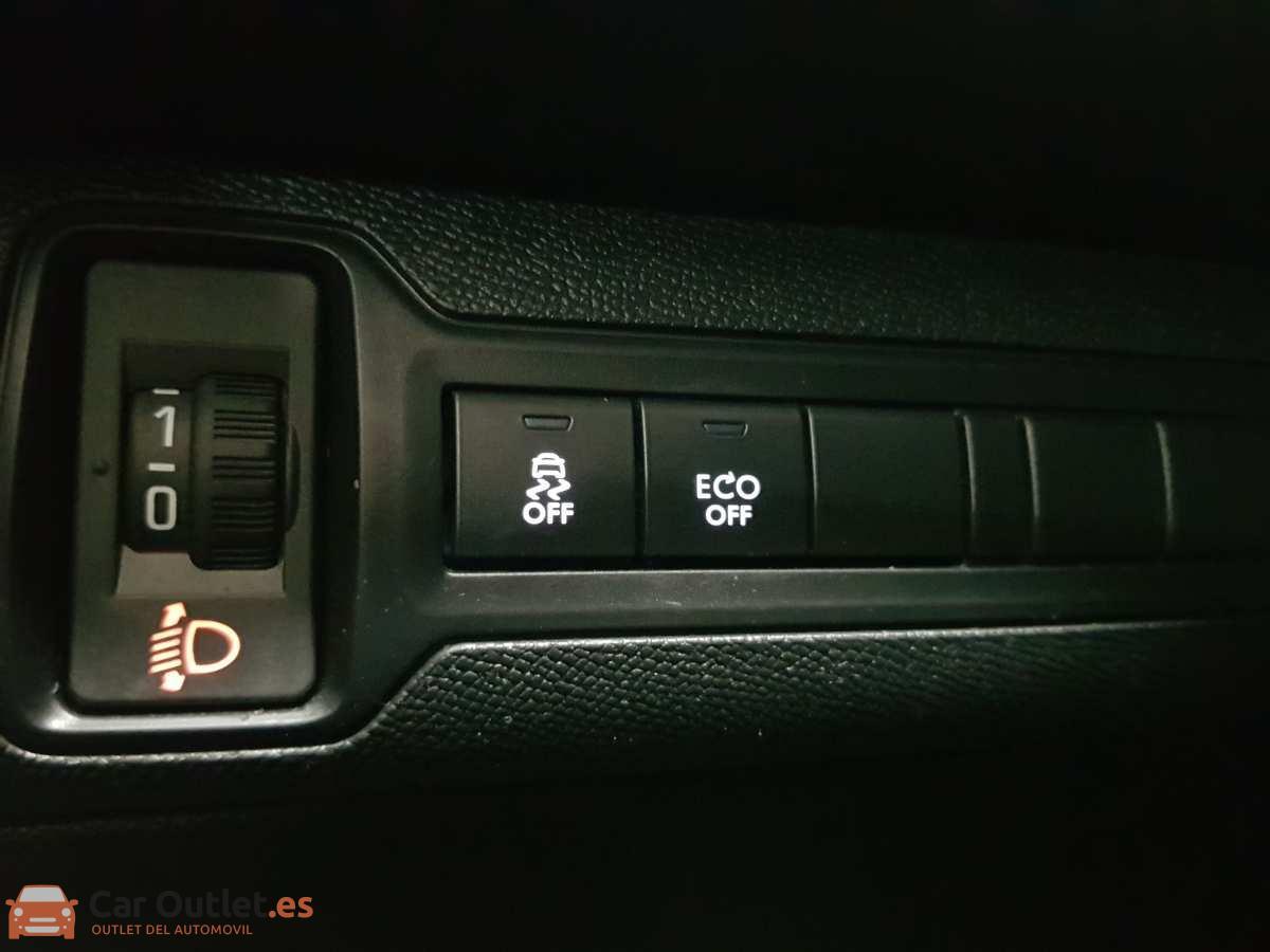 19 - Peugeot 308 2017 - AUTO