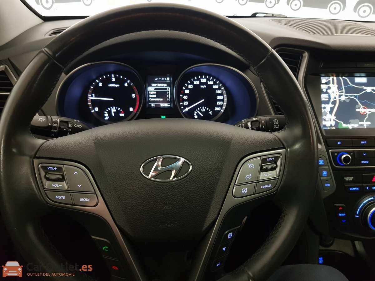32 - Hyundai Santa Fe 2018