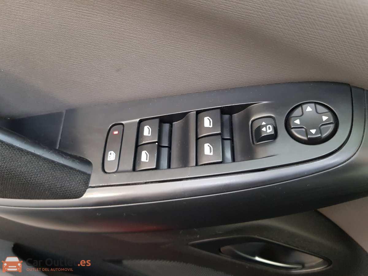 16 - Citroen Grand C4 Picasso 2014 - AUTO