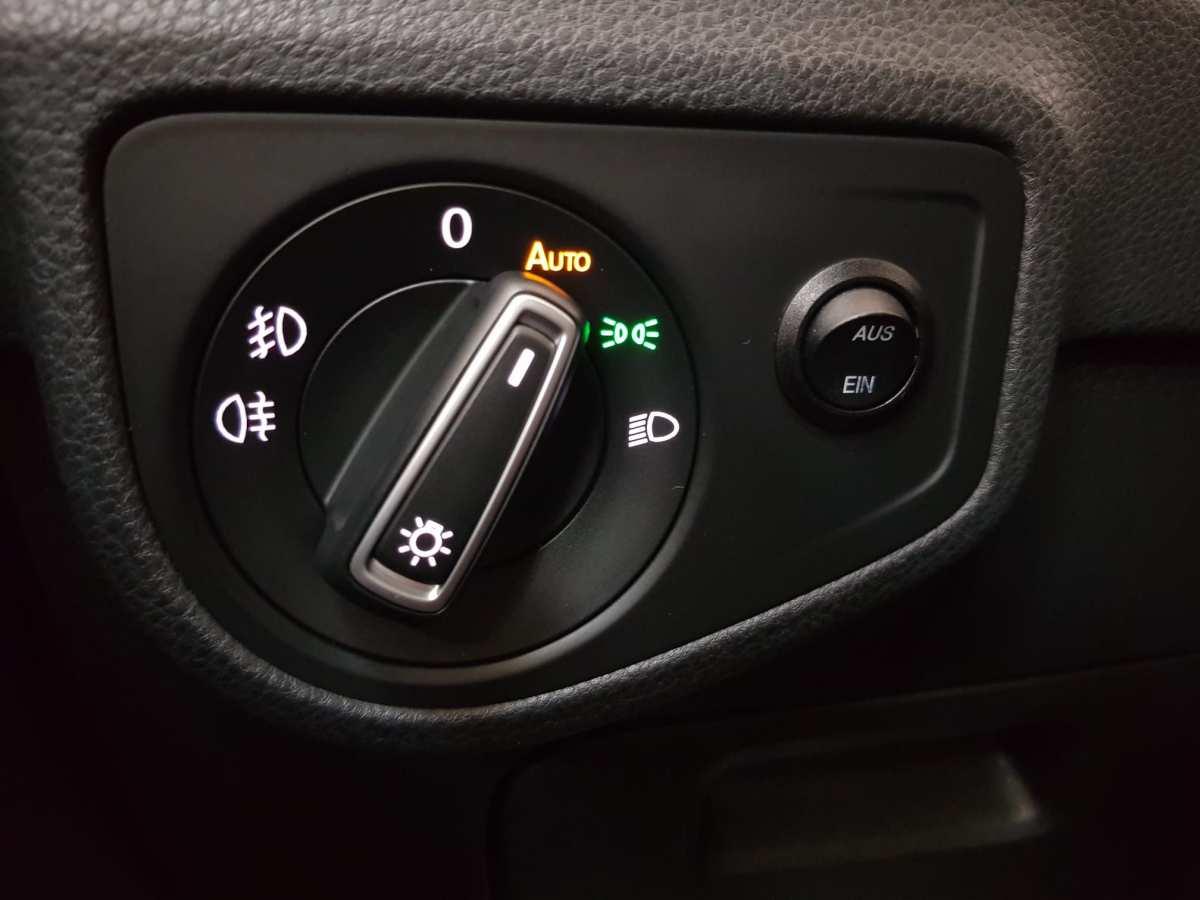 20 - Volkswagen Golf VII Sportsvan 2016 - AUTO