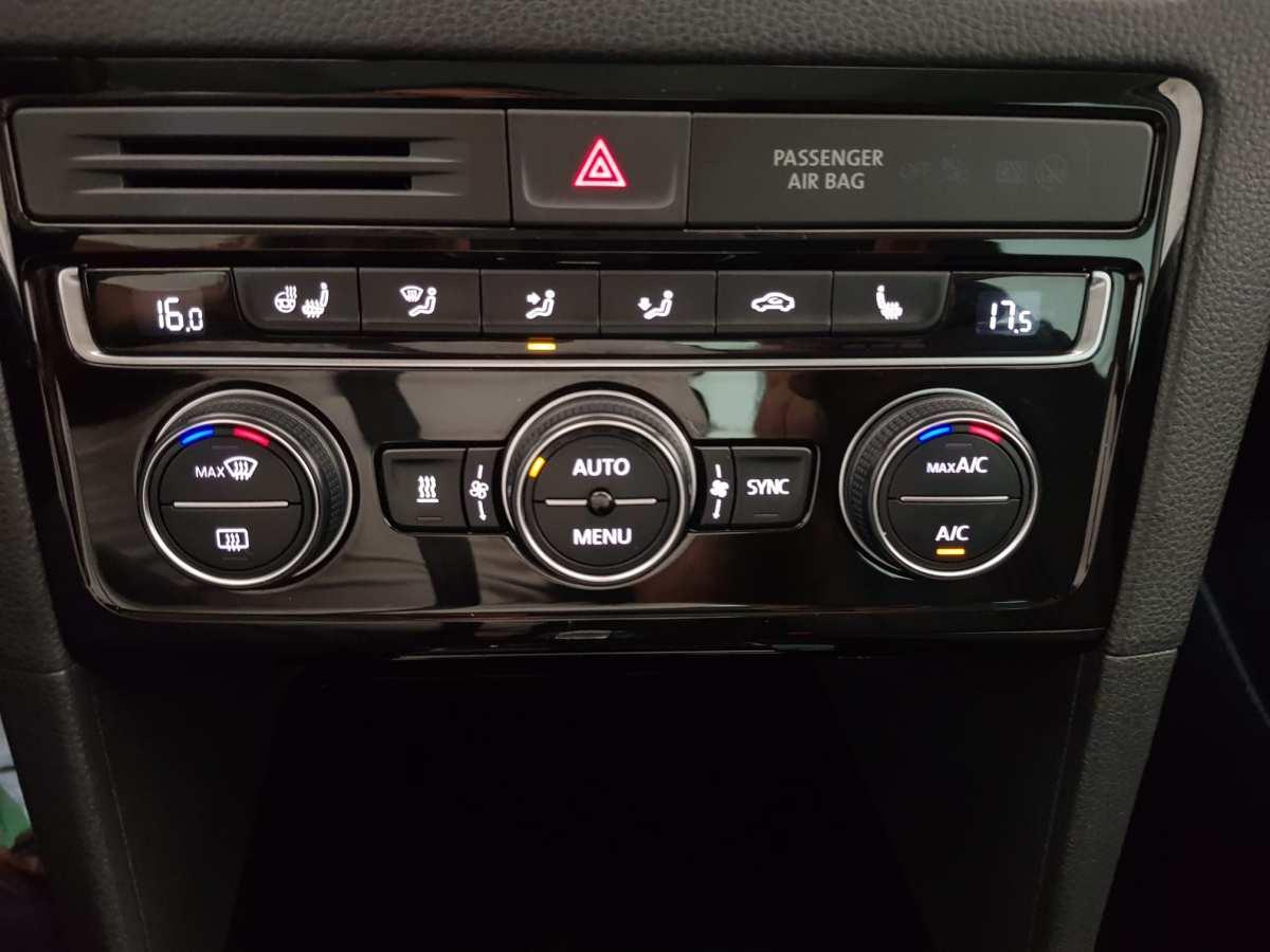 23 - Volkswagen Golf VII Sportsvan 2016 - AUTO