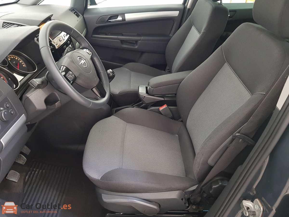 8 - Opel Zafira 2013