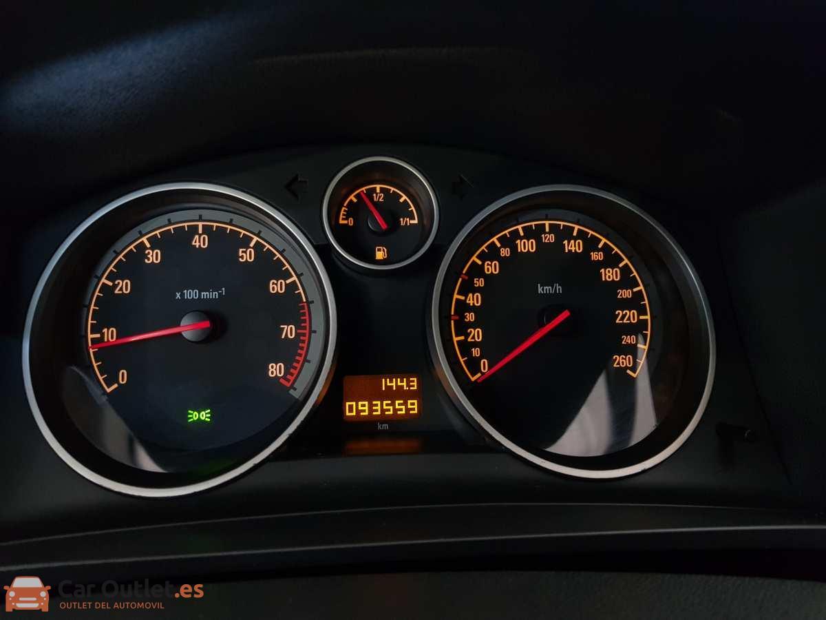16 - Opel Zafira 2013