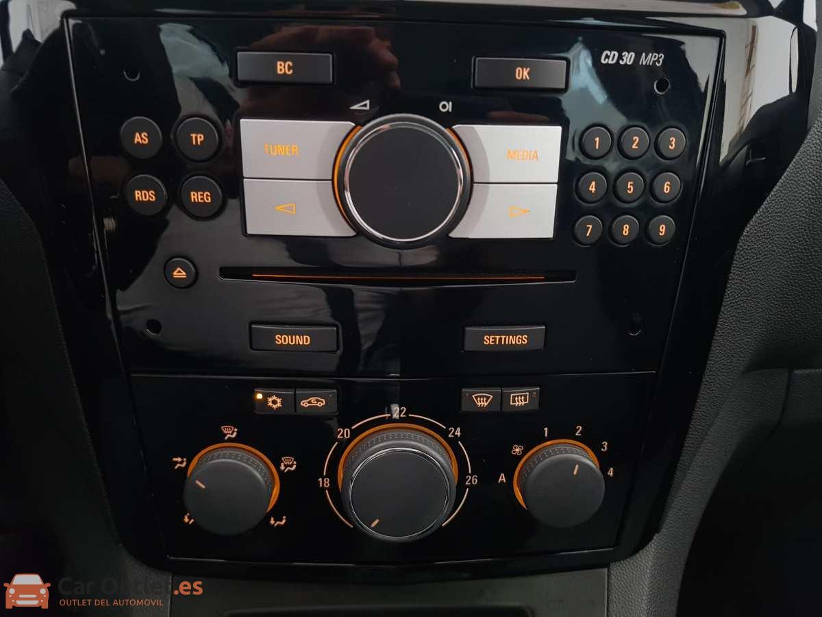 22 - Opel Zafira 2013