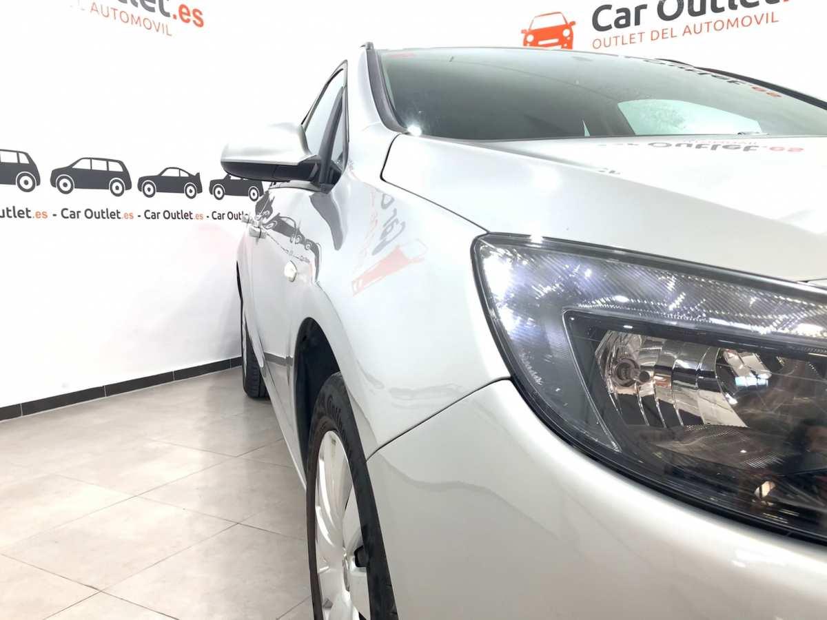 3 - Opel Astra 2013