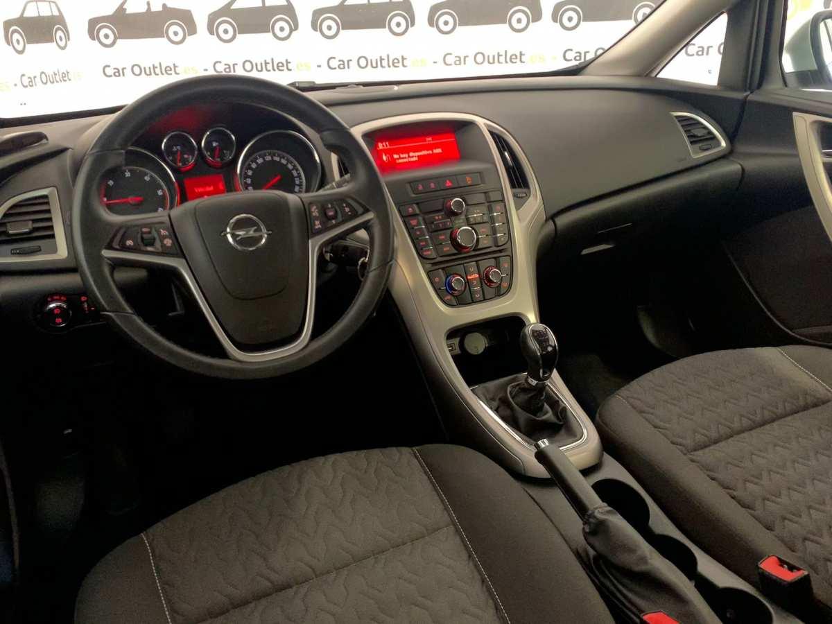 9 - Opel Astra 2013