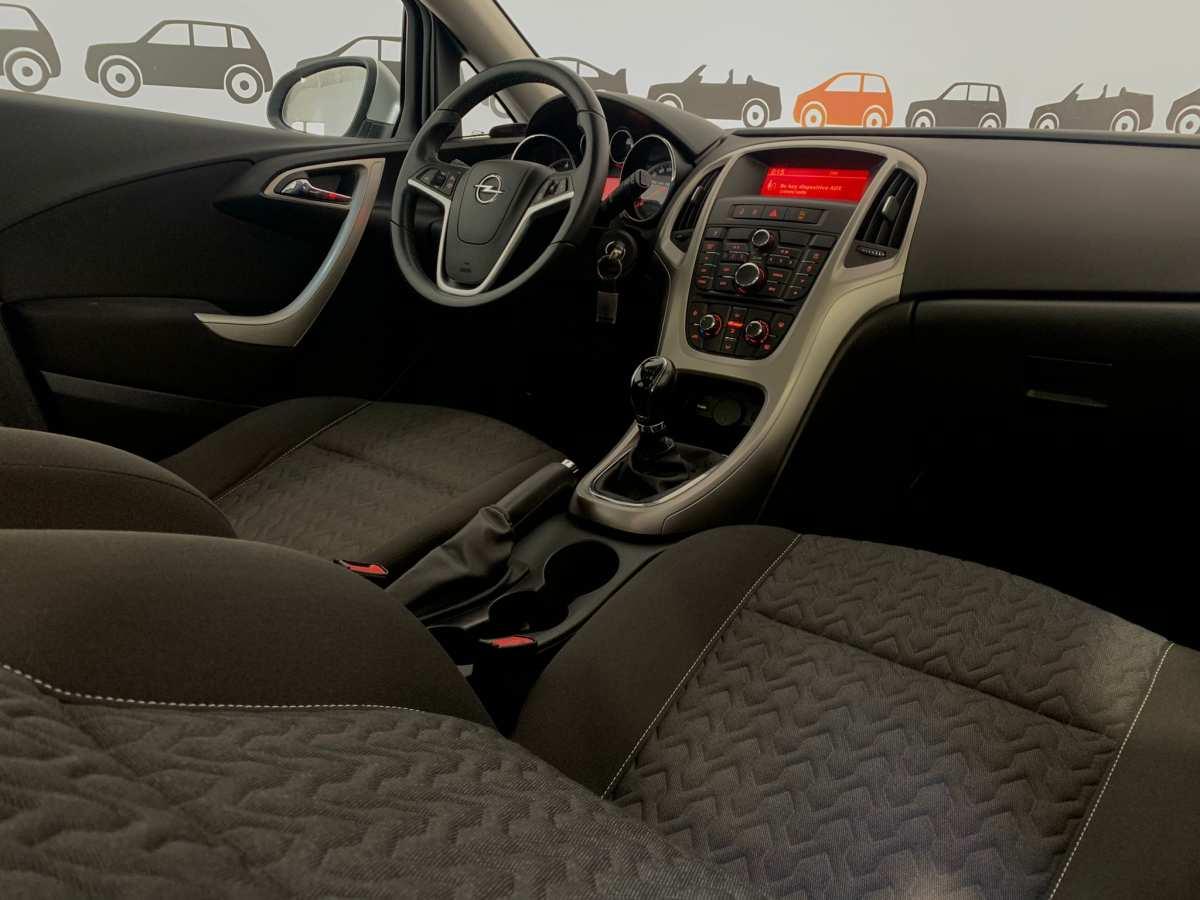 10 - Opel Astra 2013